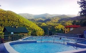 Почивка в Хотел Констанция, Костенец. 2 или 4 Нощувки със Закуски и Вечери + Външен и Вътрешен Басейн и Релакс Пакет!