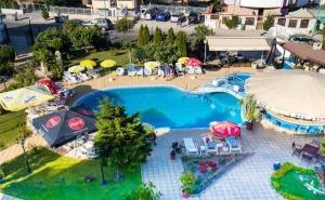 Цяло Лято в <em>Созопол</em>! Нощувка със Закуска, Обяд* и Вечеря + Басейн в Хотел Съни, на 50М. от Плажа!
