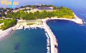 На Първа Линия в Китен! Нощувка със Закуска в Хотел Марина 3*! Безплатно: Шезлонг и Чадър на Плажа!