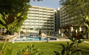 Нощувка на База All Inclusive + Басейн на 80 М. от Плажа в Гранд Хотел Оазис, Слънчев Бряг