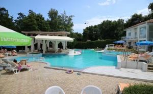 Заповядайте на Басейн в Хотел Белвю, Златни Пясъци! Вход + Сандвич + Напитка само за 9.99лв.