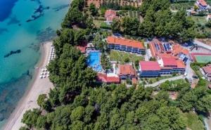 5 Дни със Закуска за Двама през Септември в Porfi Beach Hotel