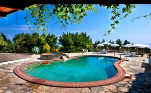 Септември в <em>Халкидики</em>, Гърция! Нощувка на човек със Закуска + Басейн в Хотел Pashos***, Криопиги