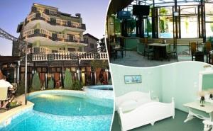 Септември в Хотел Боряна, кв.крайморие, <em>Бургас</em>! Нощувка на човек + Басейн