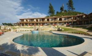 Оферта с 40 % отстъпка за хотел Akritas Ef Zin Villas и Suites 4* - Касандра, Халкидики на 2 км от от пясъчен плаж / 01.09.2019 - 10.09.2019