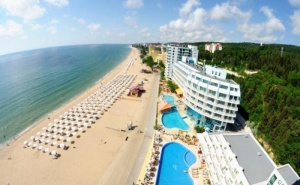 На Oл Инклузив в Хотел Берлин Голдън Бийч, Разположен на Плажа в <em>Златни Пясъци</em>, с Безплатни Шезлонги и Чадъри на Плажа / 08.09.2019 - 19.09.2019