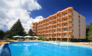 Лято в К.к Чайка, Златни Пясъци! All Inclusive + Басейн в Хотел Бона Вита. Безплатно: Лифт до Частен Плаж, Шезлонг и Чадър. Бонус: Безплатна Нощувка!