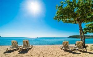 Септемврийска Почивка в <em>Китен</em> на 100М. от Плажа. Пет Нощувки за Двама със Закуски в Хотел Албатрос!