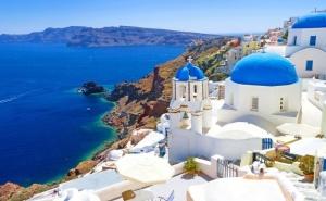 Септември и Октомври: Екскурзия до о. <em>Санторини</em>! 4 Нощувки на човек със Закуски от Далла Турс