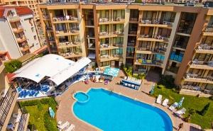 Лято в <em>Слънчев бряг</em>! Нощувка със Закуска, Обяд* и Вечеря + Басейн в Хотел Сий Грейс, на 5Мин. от Плажа!