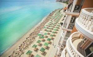 Море 2019 на 1-Ва Линия в <em>Елените</em>! Нощувка на База All Inclusive + Басейн, Аквапарк и Шезлонг и Чадър на Плажа в Хотел Роял Бей**** Дете до 12Г. - Безплатно