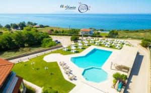 Семейна Почивка на 50М. от Плажа в Марония, Гърция! Нощувка на човек със Закуска и  и Вечеря с Включени Напитки + 2 Басейна и Анимация от Хотел Filosxenia Ismaros***** Деца до 12Г- Безплатно!  ...