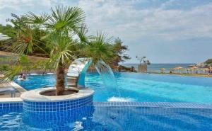 20 % Отстъпка и Две Деца Безплатно в Хотел Thassos Grand Resort - о-в <em>Тасос</em> през Септември. за Три Нощувки на човек със Закуска, Чадър и Шезлонг на Плажа и Басейна / 10.09.2019 - 23.09.2019