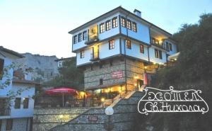 Нощувка на човек със Закуска и Вечеря в Семеен Хотел Свети Никола, <em>Мелник</em>