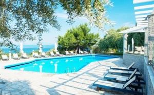 Септември на о. Тасос, Гърция! Нощувка на човек със закуска + басейн в хотел Хотел Natassa***, Скала Потамия