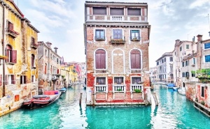 Екскурзия до Верона, Милано, Езерото Гарда ,сирмионе , <em>Венеция</em>! Транспорт, 3 Нощувки на човек със Закуски и Възможност за Посещение на Езерата Комо и Лаго Маджоре