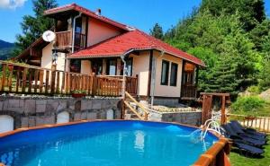Наем за 1 или 2 Нощувки на Самостоятелна Къща за до 16 Човека + Нов Басейн, Барбекю, Механа от Къща за Гости Боряна, Село Борово, Край <em>Асеновград</em>
