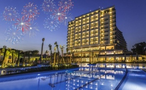 Нова Година в Кушадасъ, Турция! 4 Нощувки на човек на База All Inclusive +  Празнична Вечеря от Хотел Amara Sea Light 5*