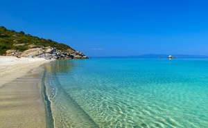 5+ Нощувки в Самостоятелна Вила за до 6 Човека с Джакузи, на 60М. от Морето във Вила Ивет, Паралия <em>Офринио</em>, Гърция