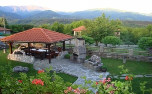 Нощувка за до 10 Човека в Самостоятелна Къща Цветина с Панорамна Гледка в Априлци