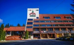 Нощувка на човек със Закуска и Вечеря* + Басейн в Хотел Мура*** <em>Боровец</em>