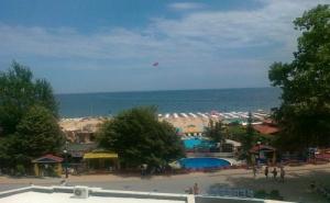 На 100 Метра от Плажа на Златни Пясъци в Хотел Извора за Една Нощувка и Безплатни по 1 Чадър и 2 Шезлонга на Плажа на Стая, Wi-Fi Интернет / 10.09.2019 - 30.09.2019