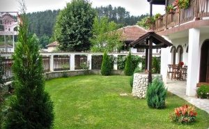 Нощувка за до 14 Човека + Просторна Механа и Барбекю в Къща Цоневски - Априлци