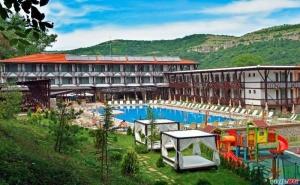 Нова Година 2021 Сред Болярите, 3 Дни с 3 Вечери, Едната Празнична Парк Хотел Асеневци, Велико Търново