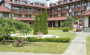 Зелено Лято в <em>Банско</em>! Нощувка на човек със Закуска и Вечеря + Басейн и Сауна в Хотел Евелина Палас**** <em>Банско</em>