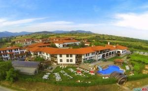 Спа в Новата Тракийска Резиденция Старосел, Уикенд Цена на Ден за Двама Полупансион и Вътрешен Басейн