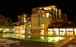 Уикенд Оферта с Минерален Басейн, Закуски и Вечери за Двама на Ден в Хотел България, Хасковски Минерални Бани