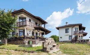 Наем на Самостоятелна Вила за 6 или 14 Човека с Кухненски Бокс във Ваканционно Селище Балканъ, Край <em>Велико Търново</em>!