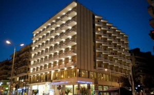 Посрещнете Нова Година в Центъра на <em>Кавала</em> - Oceanis Hotel 3 * за Две Нощувки, Закуски, Вечеря и Гала Вечеря с Неограничена Консумация на Напитки и Празнична Програма