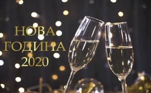 Нова Година в Банско! 3 нощувки на човек със закуски и вечери, едната Новогодишна от Семеен хотел Холидей Груп