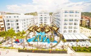 Нова Година в Дуръс, Албания! Транспорт + 3 Нощувки със Закуски и 2 Вечери на човек в Grand Blue Fafa Resort 5* + Посещение на Скопие и Охрид от Абв Травелс