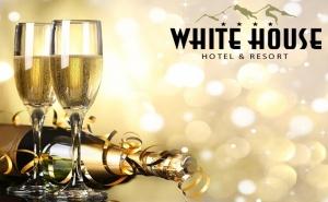 Нова Година в <em>Боровец</em>! 3, 4 или 5 Нощувки със Закуски за Двама от Комплекс Уайт Хаус****. Доплащане на Място за Новогодишна Вечеря