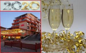 Нова Година във <em>Велико Търново</em>! 2 Нощувки със Закуски за Двама или Трима от Хотел Елена