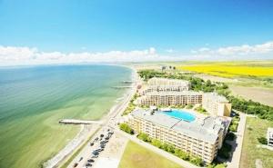 Ранни Записвания за Море 2020 на 1-Ва Линия в <em>Ахелой</em>! Нощувка на човек на База All Inclusive + 2 Басейна, Водни Пързалки, Чадър и Шезлонг на Плажа от Апартхотел Мидия Гранд Ризорт  ...