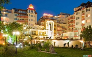 Ваканция на Първа Линия в Созопол, Нощувка със Закуска След 24.08 в Хотел Вила Лист,