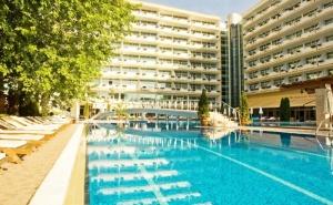 Ранни Записвания за Лято 2020! Нощувка на човек на База All Inclusive + Басейн в Гранд Хотел Оазис, Слънчев Бряг,само на 80 М. от Плажа. Безплатно-Дете до 13Г.