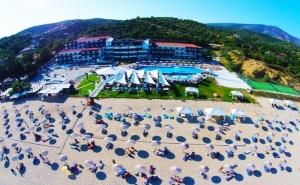 Ранни Записвания за Лято 2020 на 1-Ва Линия на о. <em>Тасос</em>! Нощувка на човек със Закуска в Хотел Blue Dream Palace****