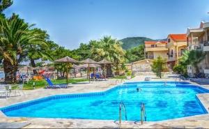 Лято 2020 на Самия Плаж в Скала-Рахониу, о. <em>Тасос</em>! Нощувка на човек в Супериор Стая със Закуска и Вечеря + Частен Плаж и Басейн от Хотел Rachoni Bay Resort