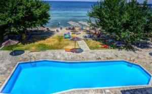 Лято 2020 на 1-Ва Линия на о. <em>Тасос</em>! Нощувка на човек в Двойна Стандарта Стая на База All Inclusive + Басейн в Хотел Sunrise Beach***
