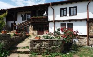 Нощувка за 13 Човека + Механа и Барбекю в Балканджийска Къща Край <em>Габрово</em> - с. Живко