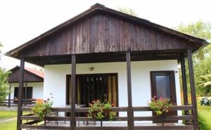 Нощувка за 2, 3, 4 или 6 Човека + Ресторант, Механа и Още Удобства в Бунгала Лъки Край <em>Елена</em> - с. Долни Марян