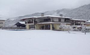 Нощувка за 11 Човека + Трапезария, Камина, Барбекю и Още в Къща Марина в <em>Рибарица</em>