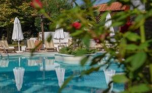 5 Дни за Двама със Закуска през Май в Pyrgos Hotel