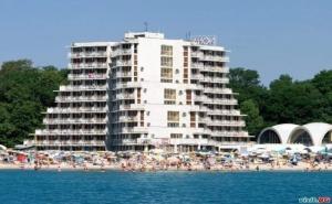 На Самия Плаж в <em>Албена</em>, All Inclusive Цена на човек до 01.07 със Шезлонг и Чадър на Плажа от Хотел Нона