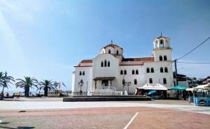 Екскурзия до Паралия Катерини, Гърция. Транспорт + 3 Нощувки на човек със Закуски, Възможност за Посещение на Солун, <em>Метеора</em> и Езерото Катерини