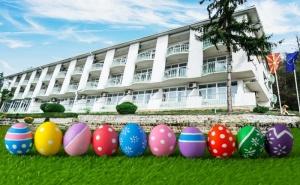 Великден в Хотел Климетица, Македония до Охридското Езеро! 2 или 3 Нощувки на човек със Закуски и Вечери, Едната Празнична